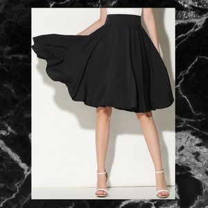Dresses & Skirts - 🖤BLACK HIGH WAISTED SKATER SKIRT🖤